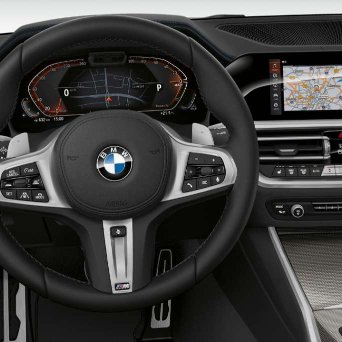 Frontal close-up of the driver's cockpit of the BMW 3 Series Sedan with Model Sport Line features. Acercamiento frontal de la cabina del conductor del BMW Serie 3 Sedán con elementos del Modelo Sport Line.